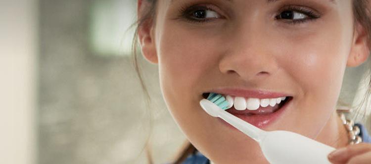 Cómo usar bien un cepillo de dientes eléctrico